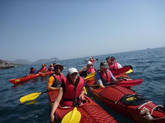 In canoa per la pulizia delle spiagge di Vulcano
