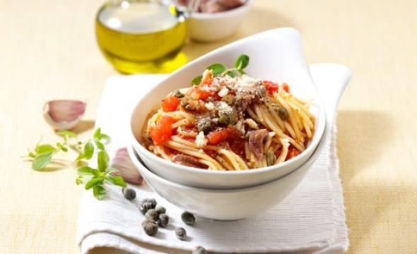 Gli spaghetti all'eoliana: buon appettito!