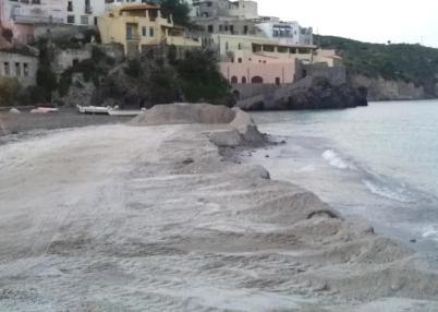 Calandra e la spiaggia di pomice