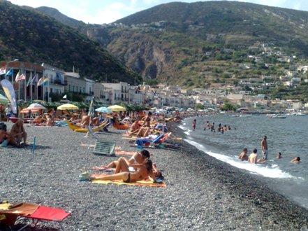 Spiagge, per la pulizia c'è la coop Margherita