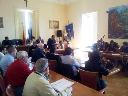 Consiglio comunale contro disservizi marittimi