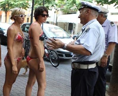 Lipari, vietato passeggiare in costume