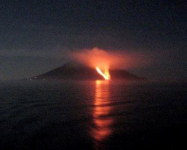 Stromboli, l'esperto: eruzione abbastanza normale