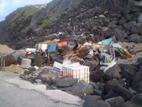 Ginostra ripulita dai rifiuti ferrosi