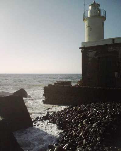 Chiusa l'area del faro di Punta Lingua