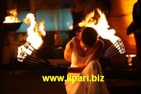 Stromboli, primo festival dei danzatori del fuoco