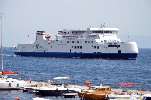 Siciliani offesi e indignati: tagli al trasporto su rotaie, resta solo una nave FS