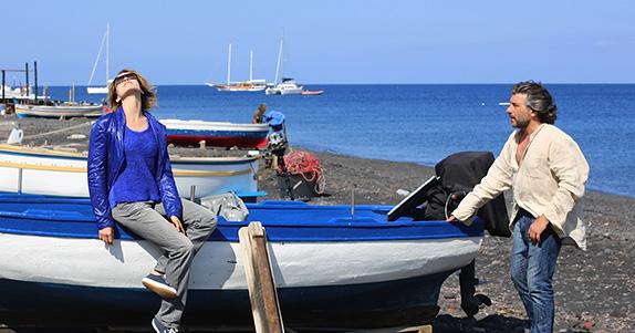 La bella Stefania Rocca reporter a Stromboli