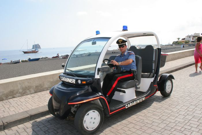 Isole Eolie, assegnate 4 vetture elettriche ai carabinieri