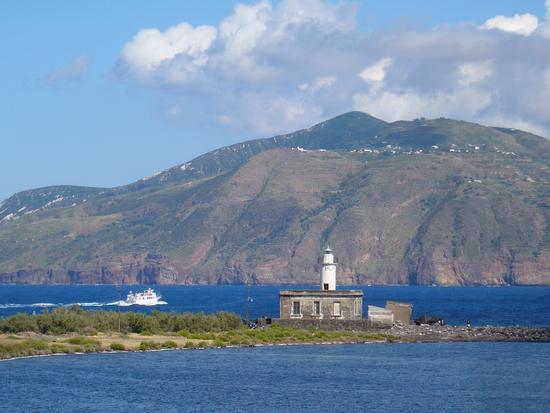 Milazzo e Santa Marina Salina: due fari all'asta