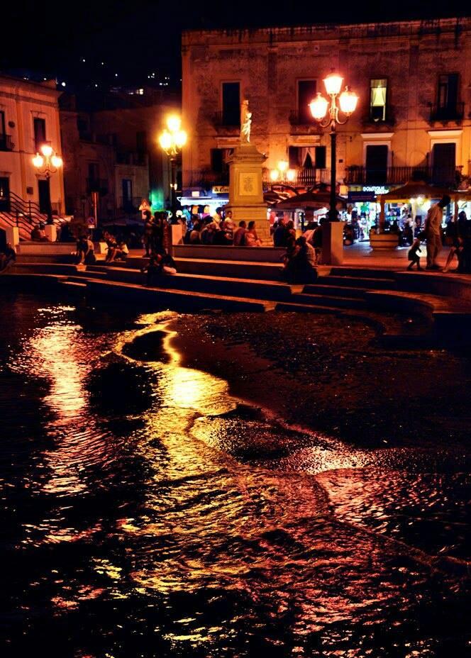 C. Vittorio Emanuele e Via Garibaldi: la notte da Marina Corta