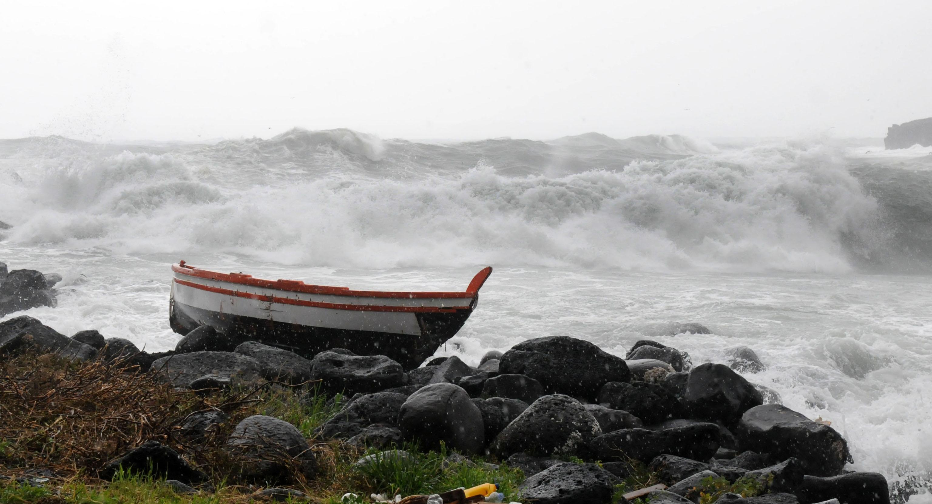Condizioni meteo-marine avverse e disagi per i collegamenti marittimi: le reazioni