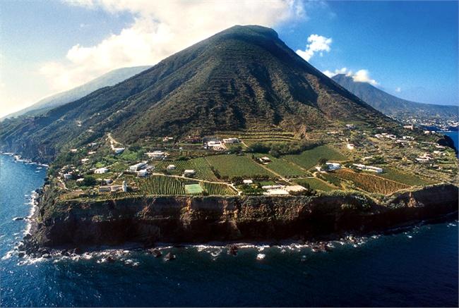 Mercanti di mare: Salina 1800-1953, i tratti salienti dell'isola di Salina