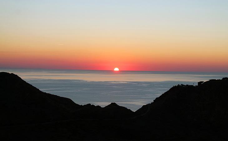 Le imperdibili escursioni sul tramonto eoliano