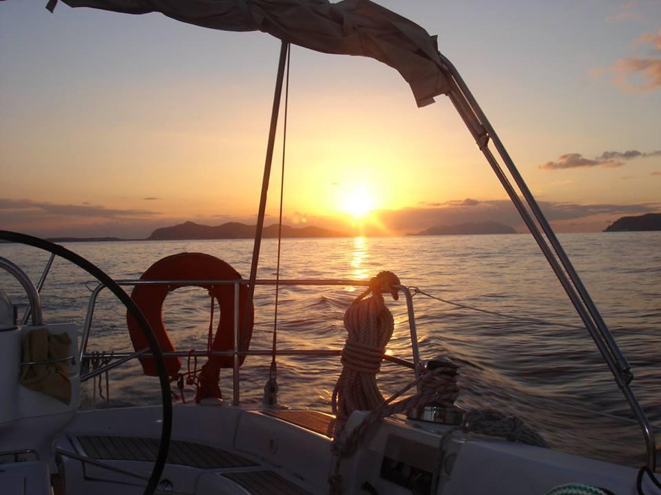 Ìsuli Eoli: la bella stagione tra fanghi, cuori e barche a vela