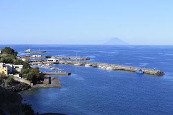 Santa Marina, Consiglio comunale in... porto