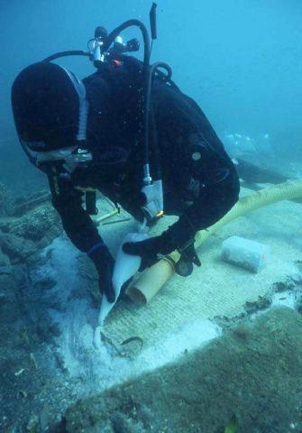 18 archeologi subacquei
