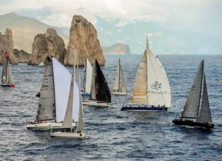 Sfida tra maxi yachts tra Gaeta, Capri e le Eolie