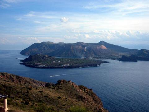Vulcano, 25 mila euro per il sentiero del cratere